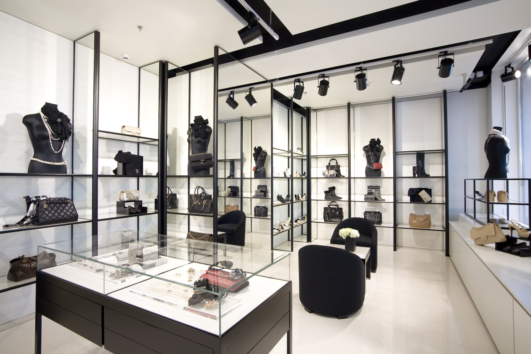 Della marga chanel shop in shop naisten ja miesten for Design d interieur boutique